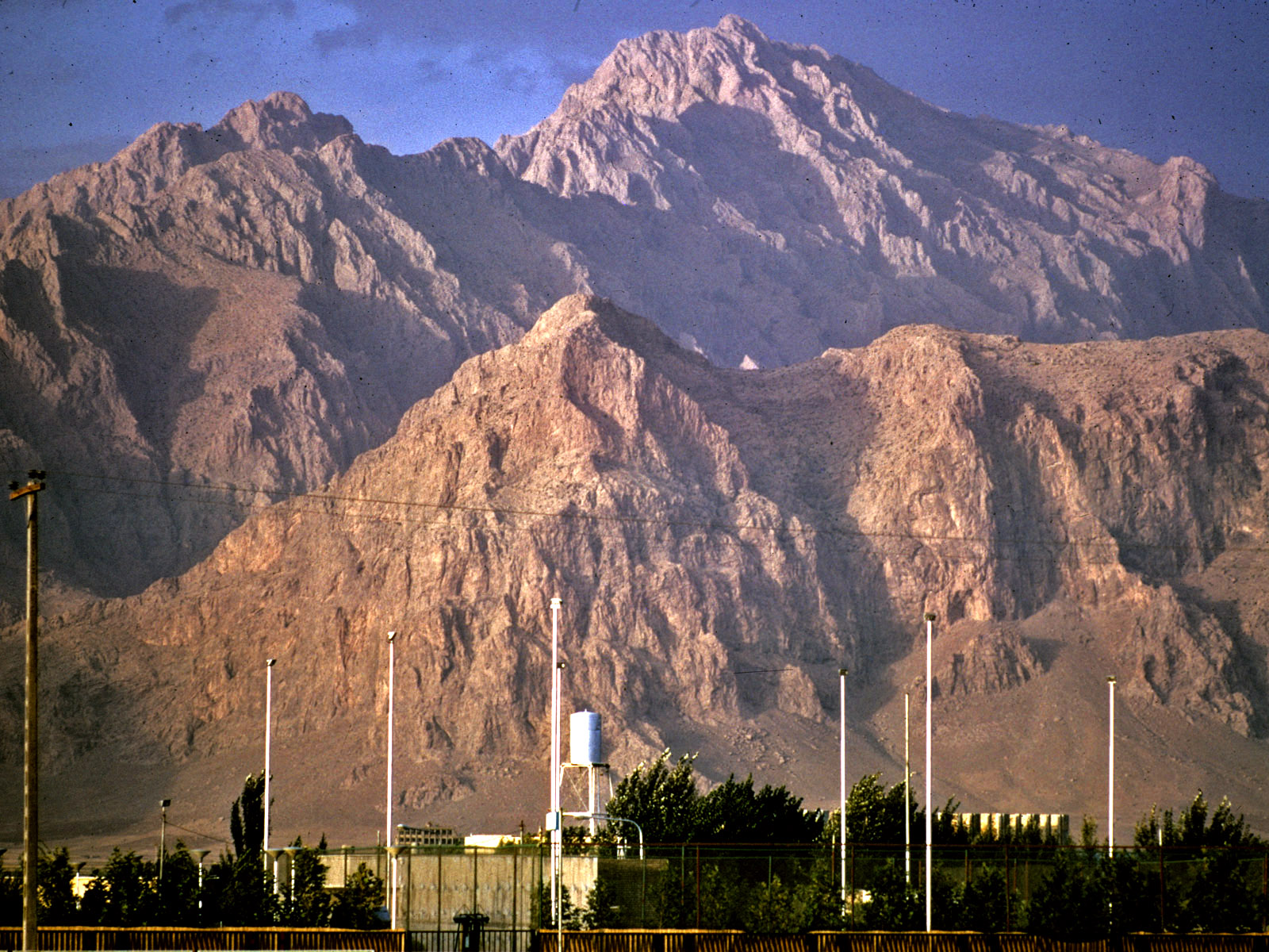 Kuh-i-Parau seen from Kermanshah (Tony Waltham)